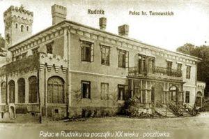 Stara czarno-biała pocztówka zezdjęciem pałacu wRudniku napoczątku XX w.